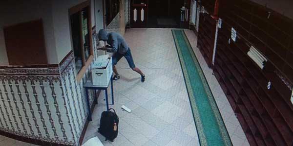 R.K, un cambrioleur multi-récidiviste à l'action dans la mosquée du quartier des Moulins à Lille (capture d'écran).