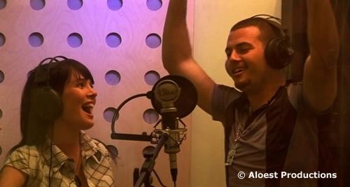 Eti (chanteuse pop juive israélienne) et Saz (chanteur hip hop arabe israélien) ont fait partie des cent artistes de la tournée « D'une seule voix ».