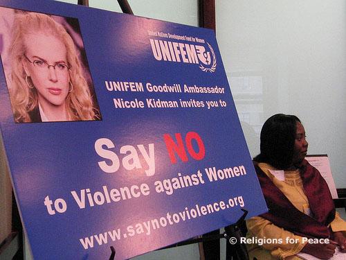 L'actrice australienne Nicole Kidman est ambassadrice de bonne volonté de l'UNIFEM (Fonds de développement des Nations unies pour la femme), pour dénoncer les violences faites aux femmes dans le monde.