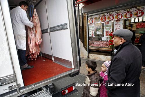 Livraison d'ovins, après la prière de l'Aïd el-Kébir, dans l'après-midi, à Drancy, le 8 décembre 2008.