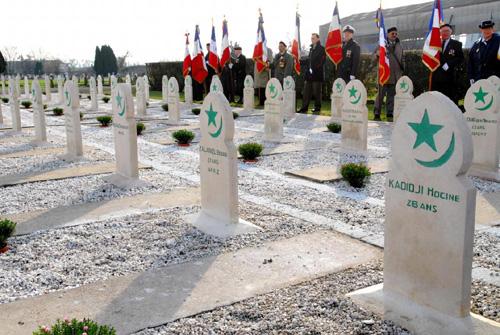 Carré militaire au cimetière musulman de Bobigny (93).