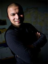 Ex-trader à la City de Londres, Hadj Khelil, lauréat des Talents des Cités 2006, crée son entreprise Bionoor en 2002. Il anime une chronique radio mensuelle sur BFM.