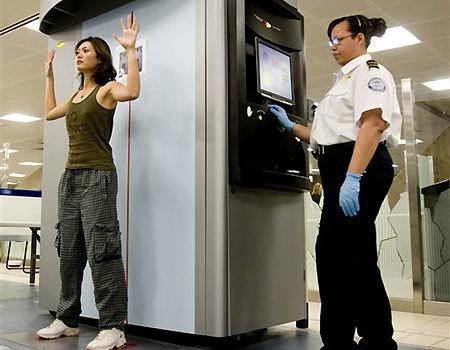 Les Pays-Bas et le Nigéria viennent d'annoncer, le 30 décembre 2009, que leurs aéroports internationaux vont être équipés de scanners corporels, conséquence de l'attentat manqué contre le vol Amsterdam-Detroit le jour de Noël.