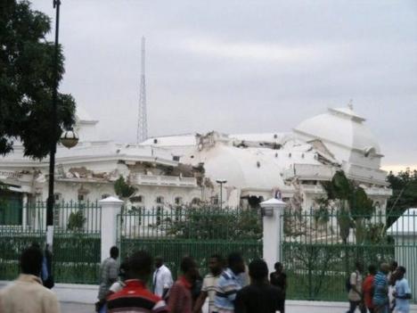 Le séisme à Haïti, qui s'est produit mardi 12 janvier, n'a rien épargné, pas même le palais présidentiel, aujourd'hui détruit.