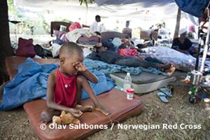 Jos, 4 ans, est orphelin. Hôpital général, à Port-au-Prince (Haïti).