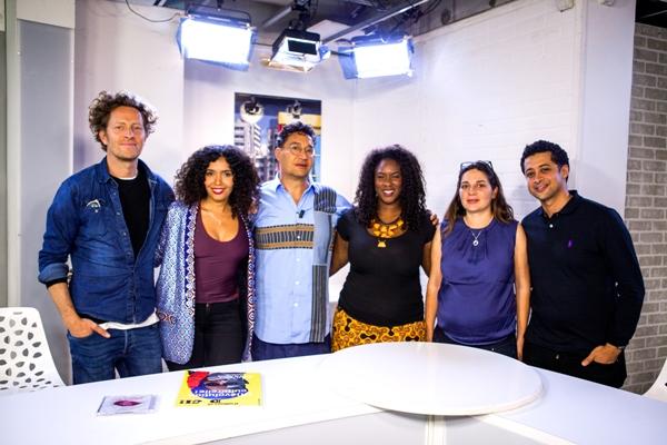 Equipe de l'émission « RDV D'ailleurs et d'ici », de gauche à droite : John Banzaï, Rizlaine Sellika, Marc Cheb Sun, Maïmouna Haïdara et Walid Hajar - © Aurore Vinot/D'ailleurs et d'ici
