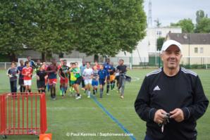 Pour Mohand Tamazouzt, du C.S. Villetaneuse, c'est aux éducateurs d'inculquer la tolérance aux jeunes footballeurs.