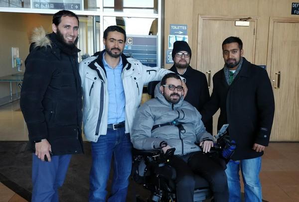 Aymen Derbali fait partie des rescapés de l'attentat de la mosquée de Québec en janvier 2017. En voulant attirer l'attention du tueur sur lui pour éviter le plus de morts, ce fidèle de la mosquée a été touché de plusieurs balles dans le corps, lui paralysant des jambes. Une campagne de dons a été lancée afin de lui offrir une maison adaptée avec sa famille.