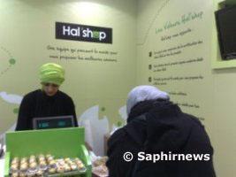 Les premiers clients du Hal'shop.