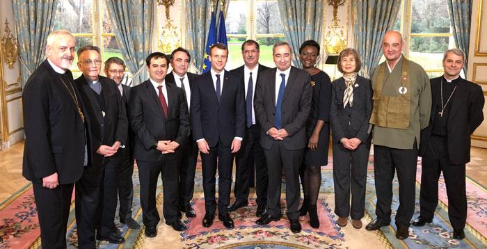 Emmanuel Macron a présenté ses vœux aux autorités religieuses, jeudi 4 janvier, auprès des représentants des six principaux cultes de France, représentés à l'image par 11 de ses représentants. © Elysée