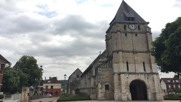 Attentat de Saint-Etienne-du-Rouvray : la préfecture de police de Paris accusée d'avoir masqué sa responsabilité