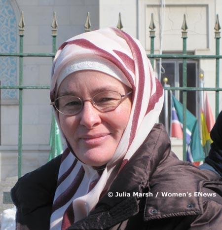 Fatima Thompson organise des sit-in dans les salles de prière des hommes, pour faire prendre conscience de la place des femmes jusqu'à présent reléguée à l'arrière-plan.