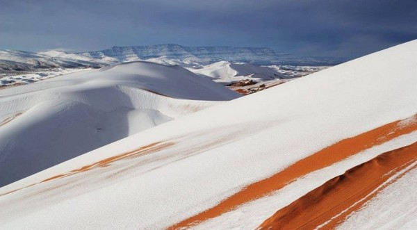 La neige est tombée dans le Sahara algérien en ce début d'année 2017. © Météo France
