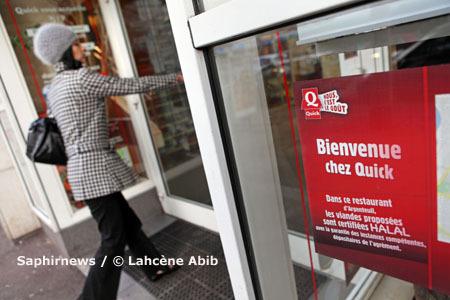 Entrée du Quick d'Argenteuil (Val-d'Oise), un des huit restaurants franchisés à tester le segment halal.