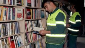 Turquie : des éboueurs ouvrent une bibliothèque publique en ramassant les livres jetés