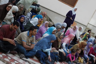 Les journalistes d'IslamonLine organisent un sit-in pour protester contre la nouvelle ligne éditoriale pronée par la Fondation al-Balagh, financier du site (photo : http://iolvoice.blogspot.com/).