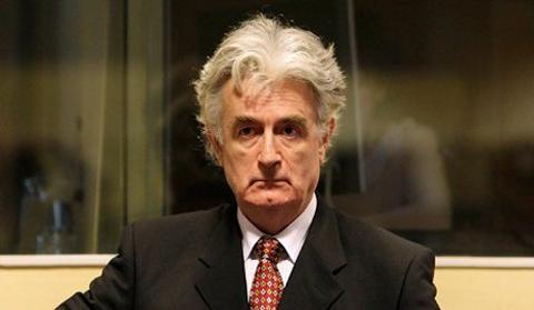 Radovan Karadzic, 64 ans, est accusé de crimes contre l'humanité et de génocide pendant la guerre en Bosnie, dans les années 1990.