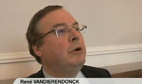 Profil bas désormais pour le maire PS de Roubaix. Ici, sur cette photo, devant la presse, quand il brandissait sa « menace » de saisir la HALDE, au motif de « discrimination » de l'offre halal de Quick.