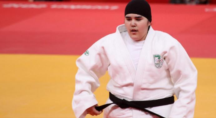 Wojdan Shaherkani, ici à l'image, est une judokate saoudienne qui fut la première athlète féminine saoudienne de l'histoire olympique. © Olympic Judo London 2012 –Martin Hesketh, Flickr, CC BY 2.0