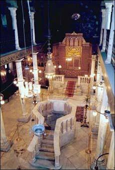 Intérieur de la synogogue Ben Ezra, au Caire (Egypte).