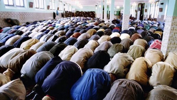 Une centaine d'imams d'Algérie envoyés en France pour Ramadan 2018