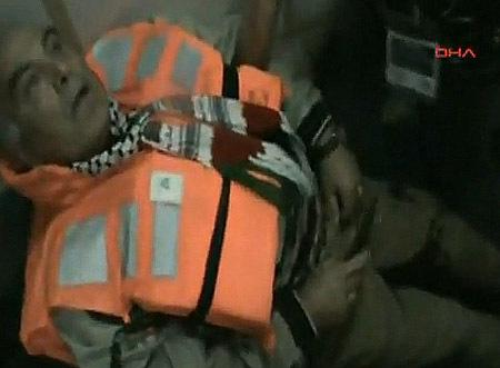 Evacuation des blessés (une trentaine), après l'assaut donné par les forces israéliennes sur les bateaux de la Flottille de la liberté.