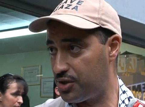 Youcef Benderbal, responsable communication du CBSP, à bord d'un des bateaux de la Flotille pour la liberté de Gaza est le premier Français à avoir été expulsé d'Israël et à pouvoir témoigner de ce qui s'est passé.