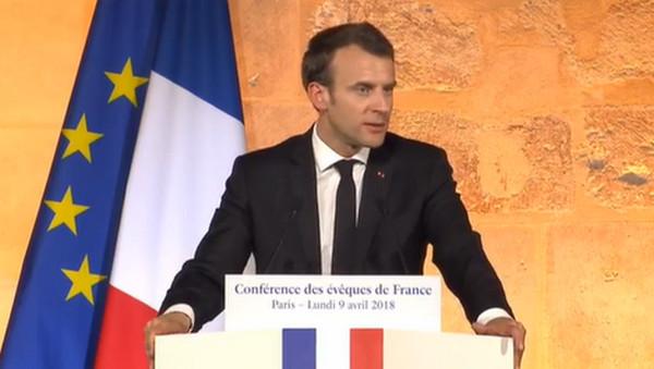 Laïcité : Emmanuel Macron aux Bernardins, halte à l'hystérie politique