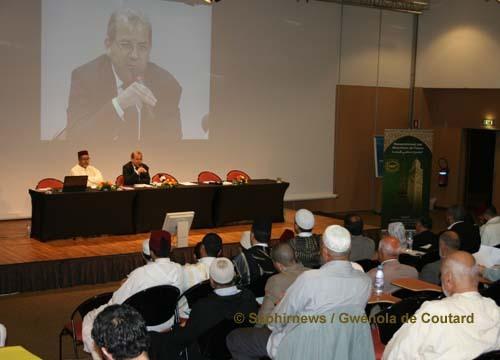 Deux cents imams, dont moins d'une dizaine de femmes (morchidates), ont assisté au 2e colloque national du RMF, les 5 et 6 juin 2010.