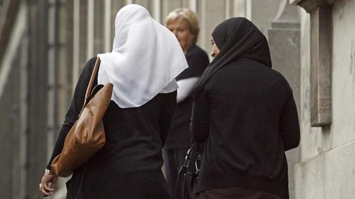 Une étude inédite a été menée par l'Open Society Justice Initative pour passer au crible les interdictions de port de tenues religieuses dans les Etats membres de l'Union européenne. © Reuters