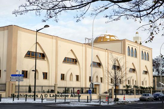 Créé en novembre 1997, l'association Institut islamique de France Al-Ihsan inaugurera officiellement sa mosquée, à Argenteuil, ce lundi 28 juin, en présence, notamment, du Premier ministre.