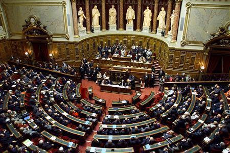Prochaine étape : le Sénat, qui doit valider ou non le projet de loi sur l'interdiction totale du voile intégral.