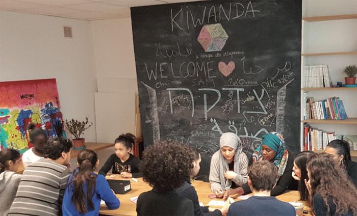 Au printemps 2017, de jeunes juifs et musulmans ont préparé des paniers-repas et les ont distribués à des réfugiés. L'opération s'intitulait « Sadaqa / Tsedaka » (« aumône », en arabe et en hébreu).