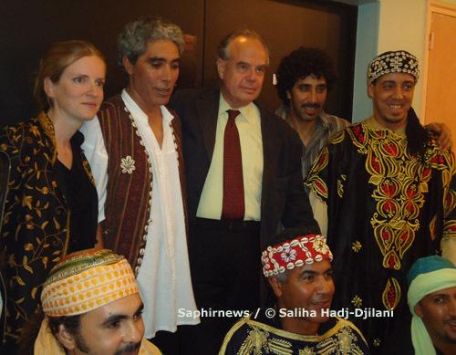 Frédéric Mitterrand, ministre de la Culture, et Nathalie Kosciusko-Morizet, secrétaire d'État, ont assisté au concert  du Grand Ramdan. Ici avec les musiciens de Gil Gnawa.