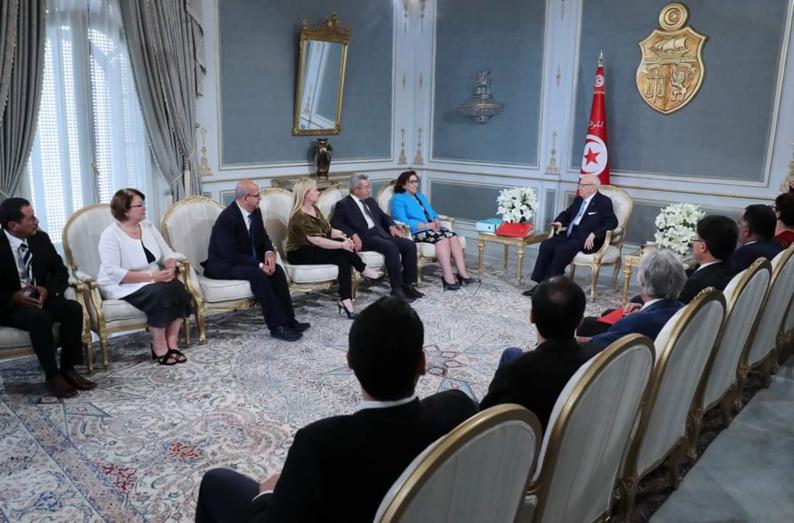 Les membres de la Colibe réunis ici lors de la remise de leur rapport au président Tunisie Béji Caïd Essebsi le 8 juin. © Présidence tunisienne