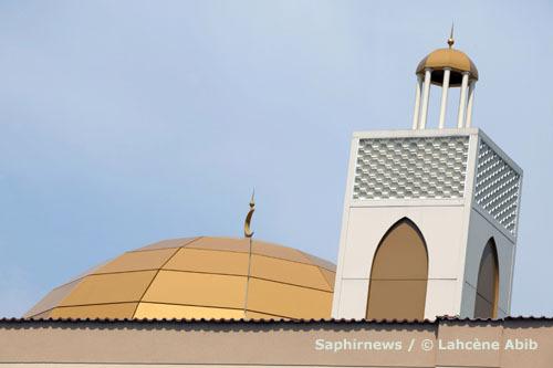 Affluence record dans les mosquées de France, pour célébrer la Nuit du Destin, d'autant que, cette année, elle se déroule durant un week-end. Photo : dôme et minaret de la mosquée d'Argenteuil (95).