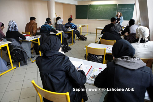 La France compte 9 000 établissements scolaires privés catholiques, 250 juifs et moins d'une dizaine musulmans. Ici, un cours d'anglais au lycée privé Averroès, à Lille.