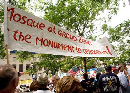 Manifestation à New York contre la construction de la mosquée et centre culturel House Cordoba.