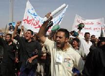 A Bagdad, les musulmans de tradition chiites ont manifesté pour demander que l'accès à des postes à responsabilités, dans les rouages de l'Etat soit interdit aux anciens membres du parti Baas de Saddam Hussein.