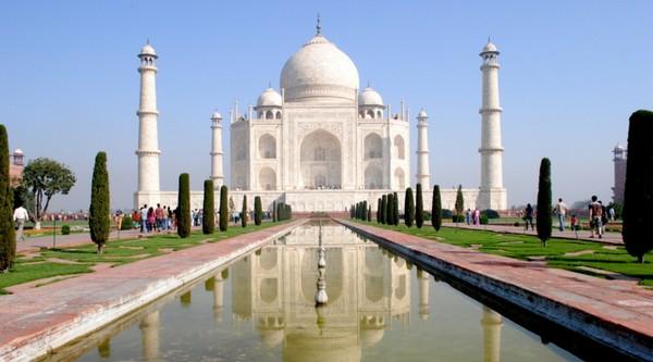 La prière du vendredi au Taj Mahal interdite aux touristes et aux non-locaux