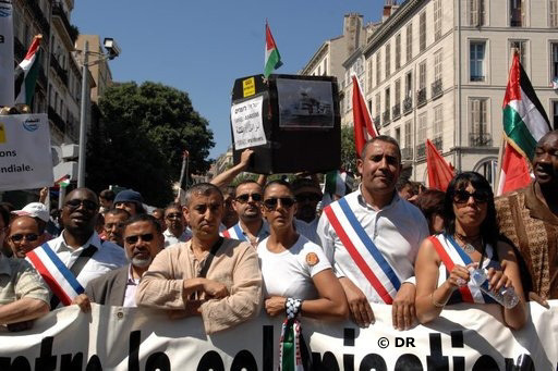 Maurad Goual (3e à partir de la droite sur la photo), élu UMP : « Le gouvernement entretient les franges les plus extrêmes des radicaux. »