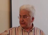 Mohammed Arkoun considérait l'utilisation actuelle de la religion par les dirigeants postcoloniaux du monde arabe et leurs rivaux comme un crime.