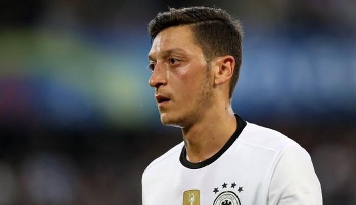 Mesut Özil quitte la Mannschaft, refusant d'être un bouc émissaire de sa défaite au Mondial 2018.