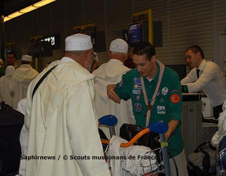 Ce sont près de 8 000 pèlerins que les Scouts musulmans de France ont accueillis à leur départ pour La Mecque, au terminal 3 de l'aéroport Roissy-CDG. Ici, en 2008, première année de l'« opération Pèlerins ».