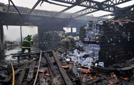 L'entrepôt départemental du Secours populaire, où se trouvaient 4 000 palettes de denrées alimentaires, a été complètement ravagé par un incendie peu avant le Nouvel An.