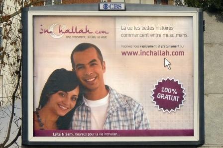 Inchallah.com : 450 panneaux publicitaires 4 m × 3 m affichant clairement un positionnement de marketing affinitaire, et certains politiques crient déjà au loup.