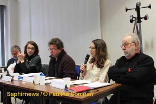 De g. à dr. :  Bernard Salamand (président du CRID) ; Clémence Racimora (Cimade) ; Bernard Pinaud (CCFD-Terre solidaire) ; Vaia Tuuhia (4D) ; Gustave Massiah (CRID).