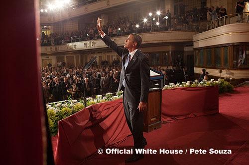 Le Président Barack Obama, à la fin de son discours adressé au Caire (Egypte), le 4 juin 2009, annonçant une nouvelle ère des relations entre les Etats-Unis et le monde musulman.