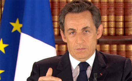 Nicolas Sarkozy annonçant le remaniement ministériel, dimanche 27 février. A une situation de crise diplomatique et économique, une solution : un débat sur l'islam en/de France.