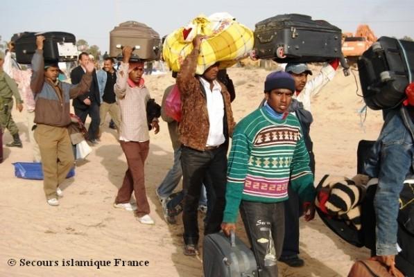 Près de 100 000 personnes ont franchi la frontière tuniso-libyenne pour fuir les violents affrontements entre les pro et les anti-Khadafi.